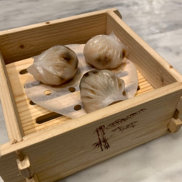 黑蒜水晶虾饺皇 HAR KAU SHRIMP DUMPLING