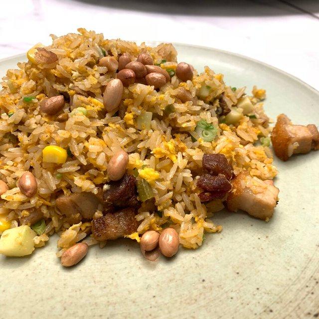 酸豆角烧味粒粒炒饭 FRIED RICE WITH CHAR SIEW, PORK BELLY & PICKLED LONG BEANS
