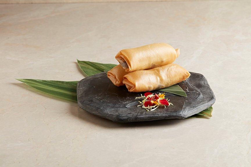 笋干红烧肉流心春卷 Sun-dried Bamboo Shoot and Braised Pork Belly Spring Rolls