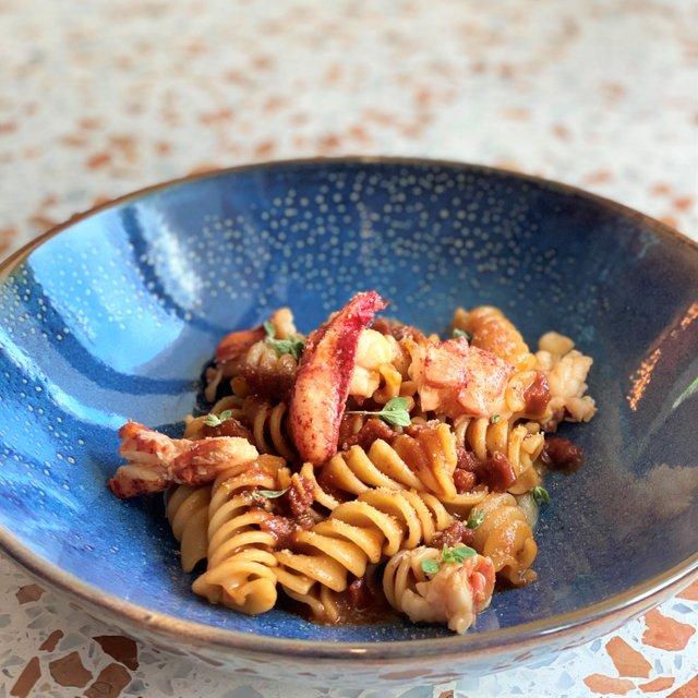 Eliche di Gragnano, astice, agrumi, melanzana arrosto